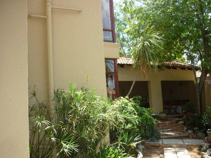 Property For Sale in Magaliessig, Sandton 16
