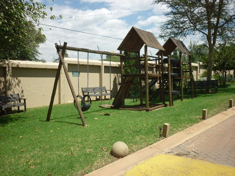 Property For Sale in Magaliessig, Sandton 18