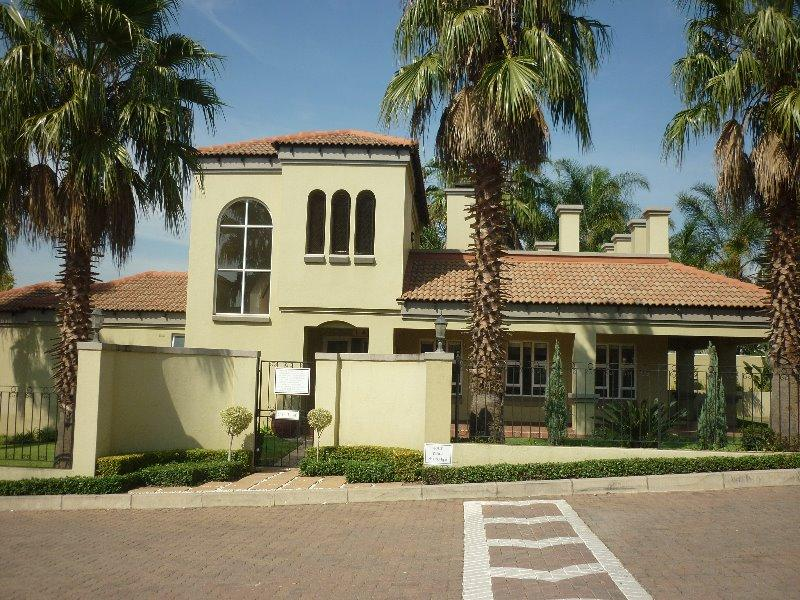 Property For Sale in Lonehill, Sandton 17