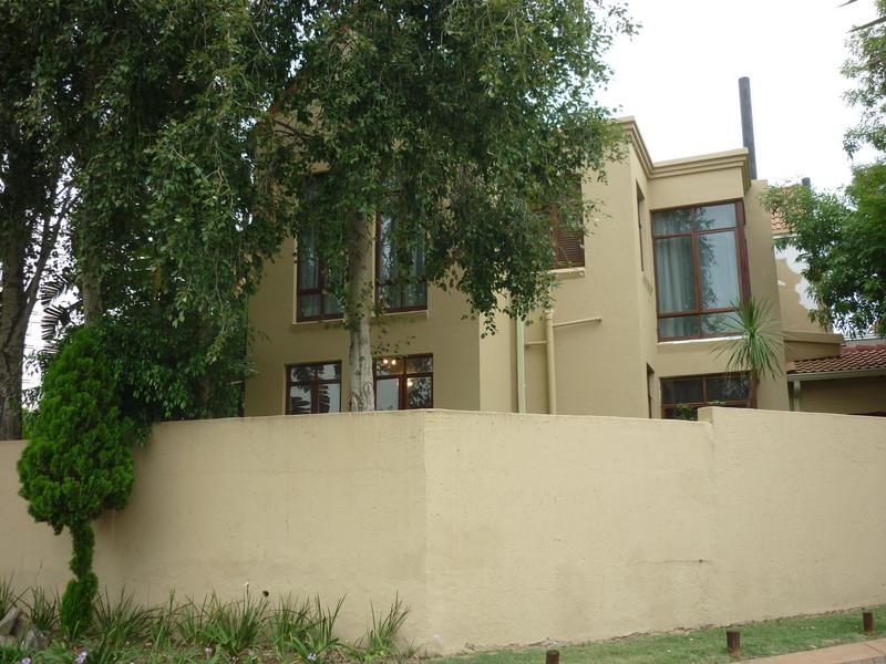 Property For Sale in Magaliessig, Sandton 15