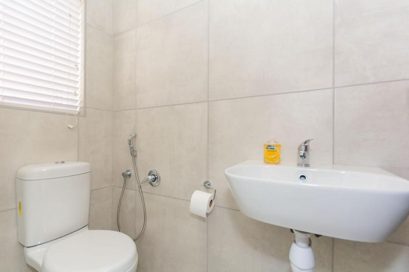 Property For Sale in Sunningdale, Cape Town 37