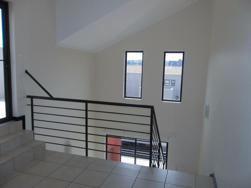Apartment / Flat For Sale in Paulshof, Sandton