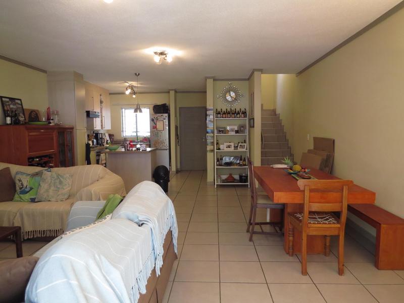 Duplex For Rent in Fourways, Sandton