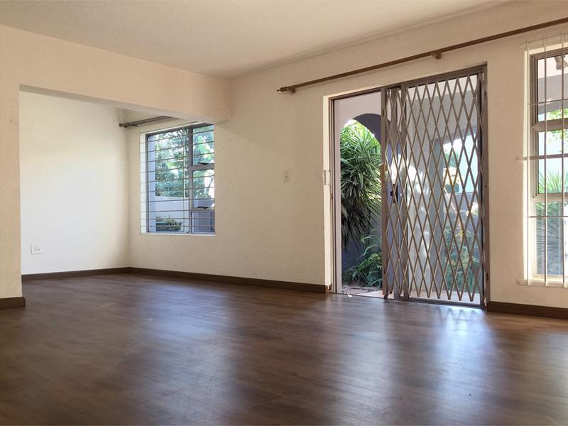 Duplex For Sale in Douglasdale, Sandton