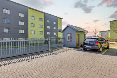 Apartment / Flat For Sale in Fleurhof, Roodepoort